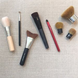 Lot of Bare Minerals makeup brushes